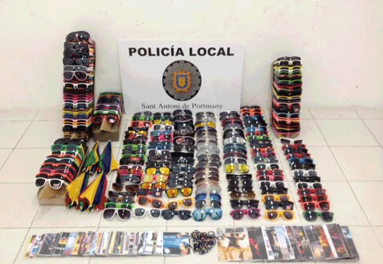 Illegal street sellers detained in Ibiza